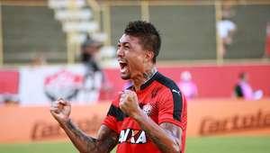 Corinthians leva virada do Vitória e fica mais pressionado