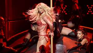 Britney Spears casi muestra de más por accidente (VIDEO)