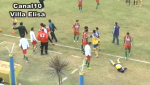 Muere un futbolista en Argentina tras un rodillazo en la ...