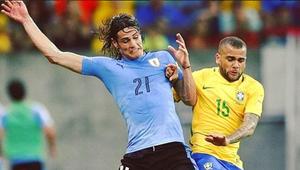 Dani Alves se junta à Seleção e não comenta suposta ...