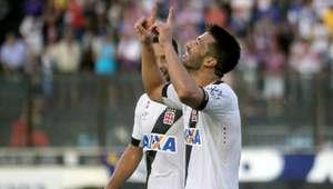 Em jogo de sete gols, Vasco vence Bahia e segue 100%