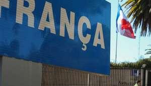 França pede reforço da segurança em representações no Brasil