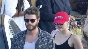 Miley Cyrus se burla del eslogan de Donald Trump (FOTOS)