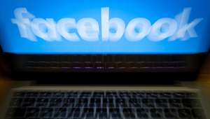 Madre golpea a hija y lo transmite en Facebook