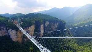 China inaugura a maior 'ponte de vidro' do mundo