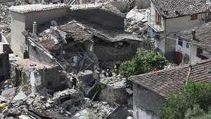 Al menos 120 muertos en el devastador terremoto en el ...