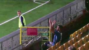 Un futbolista es expulsado por aplaudirse desde la grada ...