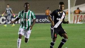 Com final agitado, Vasco empata com Goiás e segue na ponta