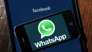Escucha los mensajes de voz de WhatsApp en privado con ...
