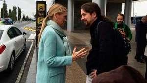 Sorpresa de Pablo Iglesias a Cifuentes en forma de ...