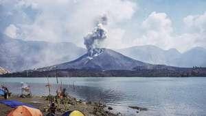 Desaparecen 400 turistas por la erupción de un volcán en ...