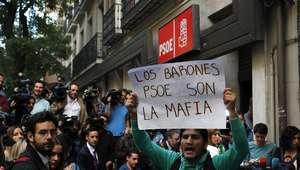 Militantes socialistas pro Sánchez abuchean e insultan a ...