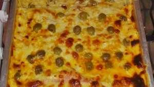 Lasanha de carne moída com presunto e queijo