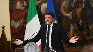 Premiê da Itália congela renúncia e defende eleição rápida