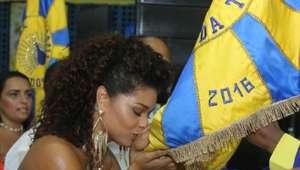 Juliana Alves arrasa no samba em ensaio da Unidos da Tijuca