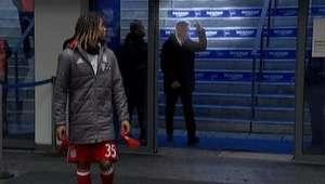 Escupen a Ancelotti y éste les responde con una peineta ...