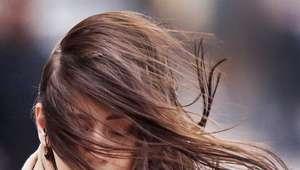 Vientos fuertes azotan el norte de Europa; mujer muere en GB