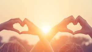Amar: o coração bate alegre e faz bem para a autoestima