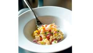 ceviche de peixe branco com gengibre, tomate e hortelã