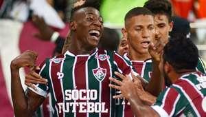 """""""Melhor ataque do Brasil"""" atropela Vasco e põe Flu na final"""