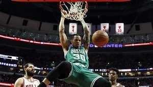 Celtics se reponen de un 0-2 para eliminar a Bulls