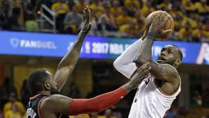 Con 35 puntos de LeBron, Cavs ganan el primero a Raptors