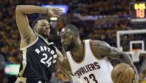 Cavs arrasan a Raptors liderados por LeBron James