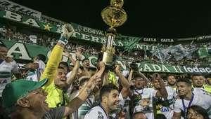 Coritiba domina Atlético-PR, empata e é campeão sem sustos