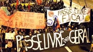 Alunos voltam a protestar em SP contra cortes no passe livre
