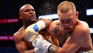 Mayweather vence McGregor por nocaute técnico e bate recorde