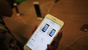 Apple pede desculpas por desempenho lento de iPhones antigos