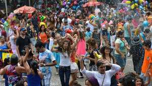 Cerca de 40 blocos animam o domingo de carnaval do DF
