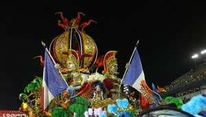 Em São Paulo, desfile das campeãs termina em ...