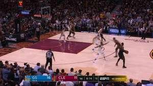 Curry drena 37 pontos no jogo do campeonato dos Warriors