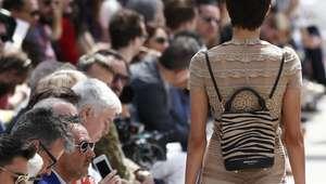 Marca de luxo Burberry queima roupas, perfumes e ...