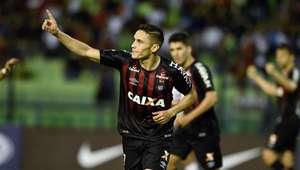 Atlético-PR bate Caracas e abre vantagem na Sul-americana