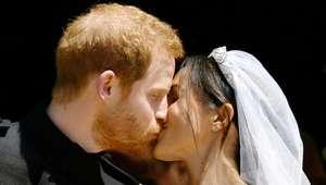 Príncipe Harry e Meghan Markle anunciam primeiro filho