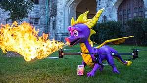 Drone de Spyro sobrevoa cidades dos EUA cuspindo fogo real