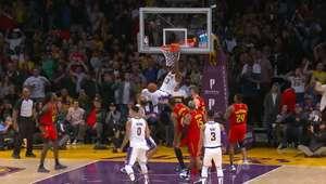 VIRAL: Basquete: LeBron enterra e faz 26 pontos para Lakers