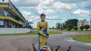 Piloto de kart com 7 anos, Augustus Toniolo encontra ...