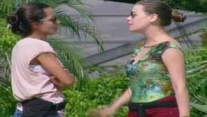 A Fazenda: Carla desabafa com Rayanne, 'vou pedir para sair'