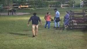 A Fazenda: Douglas briga com JP e ameaça tocar o sino