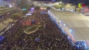 Imagens aéreas mostram multidão presa em estação na China