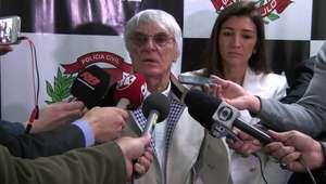 Chefe da Fórmula 1 se emociona ao encontrar policiais que resgataram sua sogra