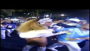 Carnaval: Sabrina Sato exibe bumbum durinho em maiô supercavado na Sapucaí. Foto