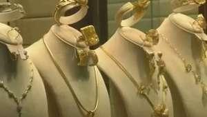 Líbios vendem joias em decorrência da crise econômica