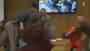 No tribunal, pai tenta agredir médico que abusou de ginastas