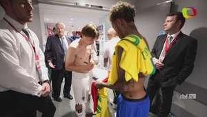 Neymar e Modric trocam camisas e abraços após amistoso
