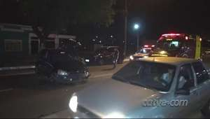 Homem fica ferido após bater carro em árvore no São Cristóvão