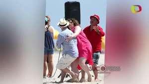 Bruce Willis atacado por una fan en una playa de Miami